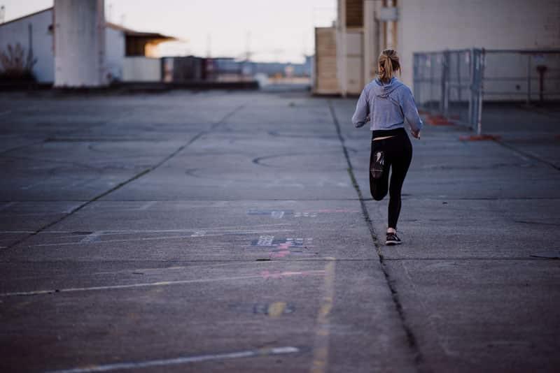 femme Running abdos